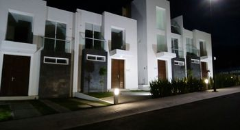 NEX-32152 - Casa en Renta en Zibatá, CP 76269, Querétaro, con 3 recamaras, con 2 baños, con 1 medio baño, con 136 m2 de construcción.