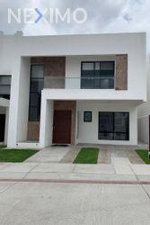 NEX-34746 - Casa en Venta en Juriquilla, CP 76226, Querétaro, con 3 recamaras, con 3 baños, con 1 medio baño, con 231 m2 de construcción.