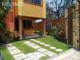 NEX-47634 - Casa en Venta, con 3 recamaras, con 2 baños, con 1 medio baño, con 184 m2 de construcción en Brisas, CP 62584, Morelos.