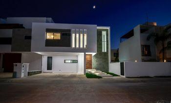 NEX-40093 - Casa en Venta en Arbolada, CP 77533, Quintana Roo, con 3 recamaras, con 3 baños, con 1 medio baño, con 240 m2 de construcción.