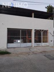 NEX-53357 - Casa en Venta, con 5 recamaras, con 2 baños, con 240 m2 de construcción en Juan Pablo II, CP 97246, Yucatán.