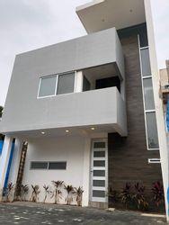 NEX-39950 - Casa en Venta en Arbolada, CP 77533, Quintana Roo, con 3 recamaras, con 3 baños, con 1 medio baño, con 180 m2 de construcción.