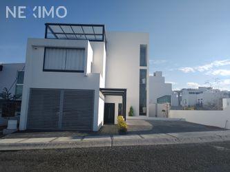 NEX-41010 - Casa en Venta en Zibatá, CP 76269, Querétaro, con 4 recamaras, con 3 baños, con 1 medio baño, con 395 m2 de construcción.