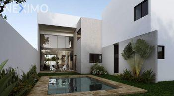 NEX-54679 - Casa en Venta, con 3 recamaras, con 3 baños, con 1 medio baño, con 213 m2 de construcción en Cholul, CP 97305, Yucatán.