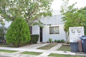 NEX-40967 - Casa en Venta en Supermanzana 326, CP 77536, Quintana Roo, con 2 recamaras, con 1 baño, con 77 m2 de construcción.