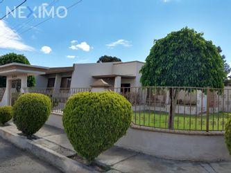 NEX-47824 - Casa en Venta, con 4 recamaras, con 2 baños, con 1 medio baño, con 450 m2 de construcción en Campestre Arboleda, CP 32409, Chihuahua.