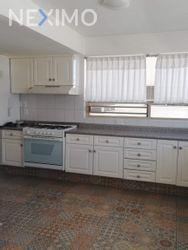 NEX-41505 - Departamento en Venta en Hacienda de las Palmas, CP 52763, México, con 4 recamaras, con 4 baños, con 1 medio baño, con 454 m2 de construcción.