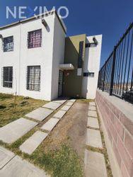 NEX-45158 - Casa en Renta, con 3 recamaras, con 3 baños, con 1 medio baño, con 120 m2 de construcción en Paseos de la Plata, CP 42082, Hidalgo.