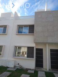 NEX-50246 - Casa en Renta, con 3 recamaras, con 3 baños, con 1 medio baño, con 118 m2 de construcción en Jardines del Sur, CP 77536, Quintana Roo.