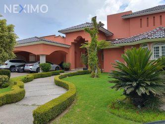 NEX-43202 - Casa en Venta, con 5 recamaras, con 4 baños, con 1 medio baño, con 682 m2 de construcción en Bosques del Campestre, CP 37125, Guanajuato.