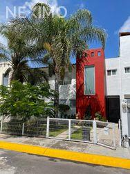 NEX-54581 - Casa en Venta, con 3 recamaras, con 2 baños, con 1 medio baño, con 120 m2 de construcción en Puertas de Santa María, CP 38010, Guanajuato.