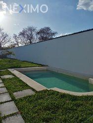 NEX-43485 - Casa en Venta, con 3 recamaras, con 4 baños, con 1 medio baño, con 350 m2 de construcción en San Camilo, CP 97370, Yucatán.