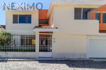 NEX-49913 - Casa en Venta, con 4 recamaras, con 3 baños, con 1 medio baño, con 275 m2 de construcción en San Andrés Cholula, CP 72810, Puebla.
