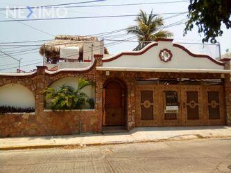 NEX-42656 - Casa en Venta, con 5 recamaras, con 5 baños, con 1 medio baño, con 400 m2 de construcción en Costa Azul, CP 39850, Guerrero.