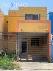 NEX-47980 - Casa en Venta, con 3 recamaras, con 2 baños, con 1 medio baño, con 94 m2 de construcción en Paseo de la Loma, CP 66647, Nuevo León.