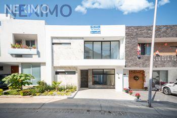 NEX-27141 - Casa en Venta, con 4 recamaras, con 3 baños, con 1 medio baño, con 225 m2 de construcción en Valle Imperial, CP 45134, Jalisco.