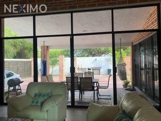 NEX-48904 - Casa en Venta, con 3 recamaras, con 2 baños, con 1 medio baño, con 300 m2 de construcción en Vista Alegre, CP 20290, Aguascalientes.