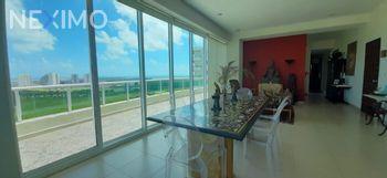 NEX-54457 - Departamento en Renta, con 3 recamaras, con 3 baños, con 309 m2 de construcción en Zona Hotelera, CP 77500, Quintana Roo.