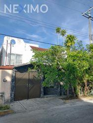 NEX-45973 - Casa en Renta, con 3 recamaras, con 2 baños, con 122 m2 de construcción en Supermanzana 50, CP 77533, Quintana Roo.