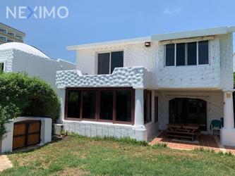 NEX-44099 - Casa en Venta, con 4 recamaras, con 4 baños, con 1 medio baño, con 350 m2 de construcción en Zona Hotelera, CP 77500, Quintana Roo.