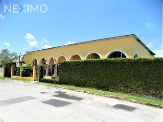 NEX-44265 - Casa en Venta, con 3 recamaras, con 4 baños, con 3 medio baños, con 350 m2 de construcción en Álamos I, CP 77533, Quintana Roo.