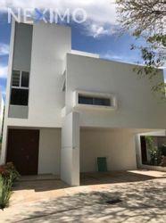 NEX-44280 - Casa en Venta, con 3 recamaras, con 3 baños, con 1 medio baño, con 363 m2 de construcción en San Ramon Norte I, CP 97117, Yucatán.