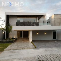 NEX-44282 - Casa en Venta, con 4 recamaras, con 4 baños, con 2 medio baños, con 500 m2 de construcción en Komchén, CP 97302, Yucatán.