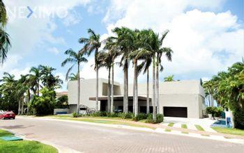 NEX-45465 - Casa en Venta, con 4 recamaras, con 7 baños, con 1 medio baño, con 1600 m2 de construcción en Zona Hotelera, CP 77500, Quintana Roo.