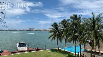 NEX-45502 - Departamento en Renta, con 2 recamaras, con 2 baños, con 200 m2 de construcción en Zona Hotelera, CP 77500, Quintana Roo.