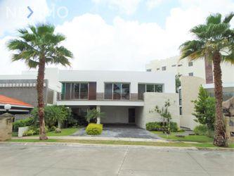 NEX-49823 - Casa en Renta, con 4 recamaras, con 6 baños, con 1 medio baño, con 650 m2 de construcción en Residencial Cumbres, CP 77560, Quintana Roo.
