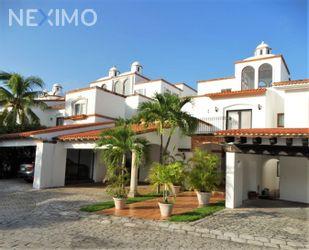 NEX-49824 - Casa en Venta, con 4 recamaras, con 5 baños, con 1 medio baño, con 586 m2 de construcción en Zona Hotelera, CP 77500, Quintana Roo.