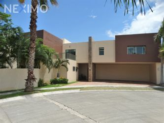 NEX-50300 - Casa en Renta, con 3 recamaras, con 4 baños, con 1 medio baño, con 430 m2 de construcción en Residencial Cumbres, CP 77560, Quintana Roo.