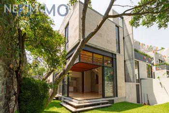 NEX-46608 - Casa en Venta, con 3 recamaras, con 3 baños, con 1 medio baño, con 390 m2 de construcción en Lomas del Huizachal, CP 53840, México.