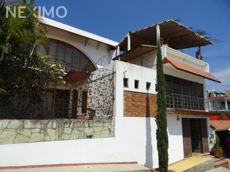 NEX-48832 - Casa en Venta, con 8 recamaras, con 1 baño, con 8 medio baños, con 609 m2 de construcción en La Cascada, CP 68040, Oaxaca.