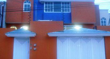NEX-23117 - Casa en Venta en San Mateo Oxtotitlán, CP 50100, México, con 4 recamaras, con 2 baños, con 2 medio baños, con 240 m2 de construcción.