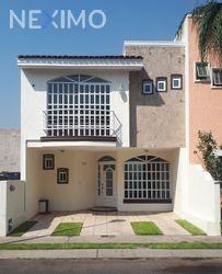 NEX-46946 - Casa en Venta, con 3 recamaras, con 2 baños, con 1 medio baño, con 130 m2 de construcción en Hacienda Del Real, CP 45428, Jalisco.