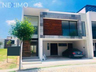 NEX-45847 - Casa en Venta, con 4 recamaras, con 4 baños, con 1 medio baño, con 393 m2 de construcción en Lomas de Angelópolis, CP 72830, Puebla.