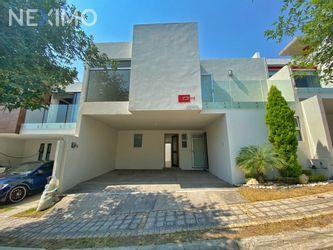 NEX-50600 - Casa en Renta, con 3 recamaras, con 3 baños, con 1 medio baño, con 222 m2 de construcción en Lomas de Angelópolis, CP 72830, Puebla.