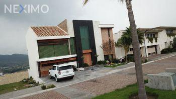 NEX-50607 - Casa en Venta, con 4 recamaras, con 5 baños, con 2 medio baños, con 700 m2 de construcción en Lomas de Angelópolis, CP 72830, Puebla.