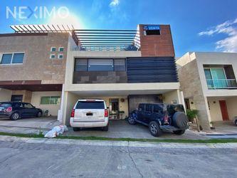 NEX-50615 - Casa en Venta, con 3 recamaras, con 5 baños, con 1 medio baño, con 312 m2 de construcción en Lomas de Angelópolis, CP 72830, Puebla.