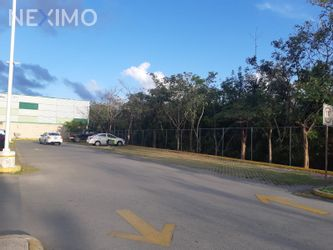 NEX-45606 - Terreno en Venta, con 5635 m2 de construcción en Supermanzana 327, CP 77535, Quintana Roo.