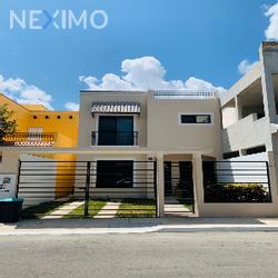 NEX-45575 - Casa en Venta, con 4 recamaras, con 3 baños, con 1 medio baño, con 167 m2 de construcción en Supermanzana 320, CP 77536, Quintana Roo.
