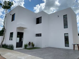 NEX-47273 - Casa en Venta, con 3 recamaras, con 2 baños, con 1 medio baño, con 155 m2 de construcción en Misnébalam, CP 97308, Yucatán.