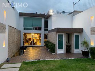 NEX-47439 - Casa en Venta, con 3 recamaras, con 2 baños, con 1 medio baño, con 425 m2 de construcción en Jardines del Alba, CP 54750, México.