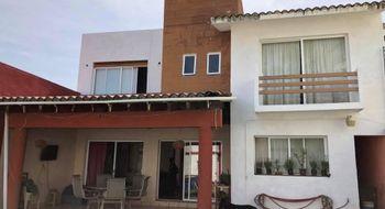 NEX-8270 - Casa en Venta en Lomas de Atzingo, CP 62180, Morelos, con 3 recamaras, con 2 baños, con 1 medio baño, con 210 m2 de construcción.