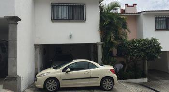 NEX-902 - Casa en Venta en Lomas de Atzingo, CP 62180, Morelos, con 4 recamaras, con 3 baños, con 228 m2 de construcción.