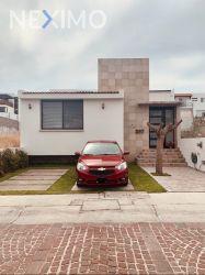 NEX-46199 - Casa en Venta, con 2 recamaras, con 2 baños, con 1 medio baño, con 205 m2 de construcción en Cumbres del Lago, CP 76230, Querétaro.