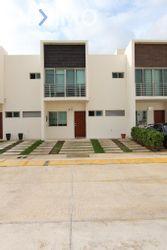NEX-51184 - Casa en Venta, con 3 recamaras, con 2 baños, con 1 medio baño, con 138 m2 de construcción en Arbolada, CP 77533, Quintana Roo.