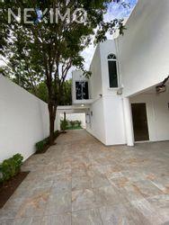 NEX-47920 - Casa en Venta, con 3 recamaras, con 4 baños, con 186 m2 de construcción en Álamos I, CP 77533, Quintana Roo.