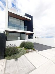 NEX-54272 - Casa en Venta, con 3 recamaras, con 3 baños, con 2 medio baños, con 268 m2 de construcción en Zibatá, CP 76269, Querétaro.